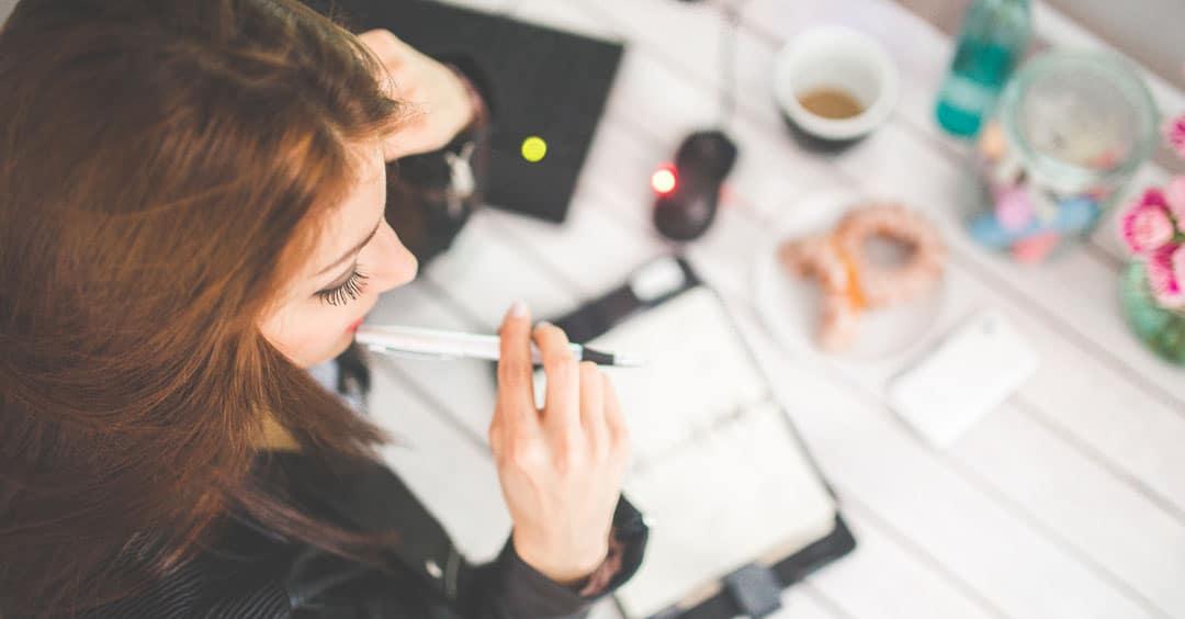 woman-hand-desk-office-